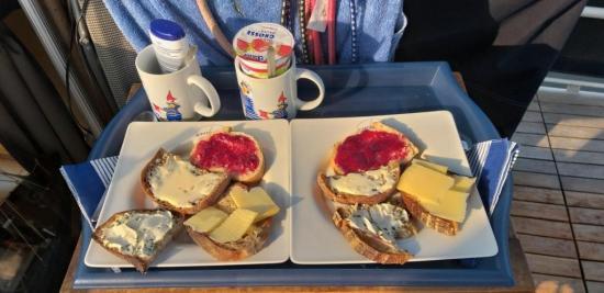 breakfast am fluss