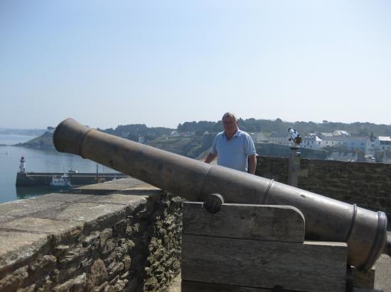 Georg et un des canons de la Citadelle