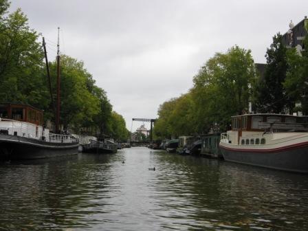 LA QUIÉTUDE D'UN CANAL