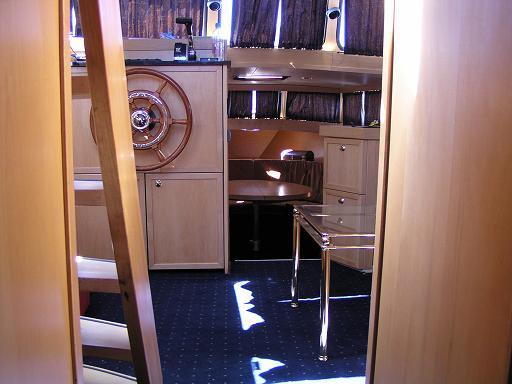Cockpit salon vers cuisine