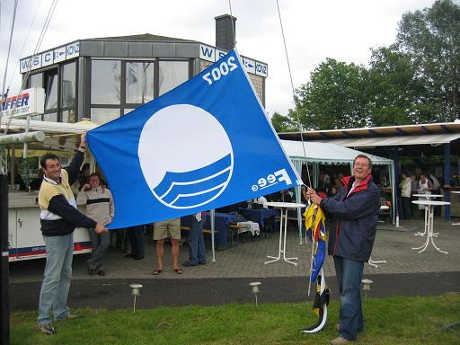 KONZ et son drapeau bleu
