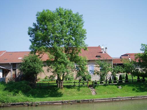 une maison à Lagarde