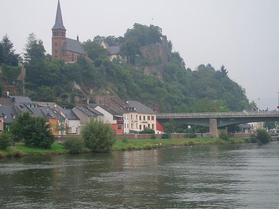 Village sur le Rhin